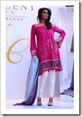 Crescent-Summer-Lawn-By-Faraz-Manaan-In-Karachi-Fashion-Show-2012-9