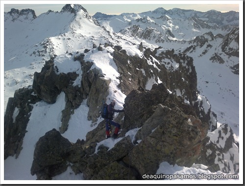 Corredor Noroeste (Izquierda) 300m AD  65º (Pico Serrato 2888m, Pirineos) (Javi) 2517