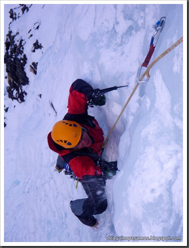 Cascada Mamporros para todos 100m WI4 ,III 90º (Aigualluts, Benasque, Pirineos) (Isra) 3226