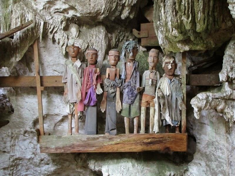 tana-toraja-burials-9