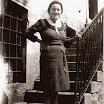1940. Rina Pivotto sulla scalinata dei Franchi.jpg