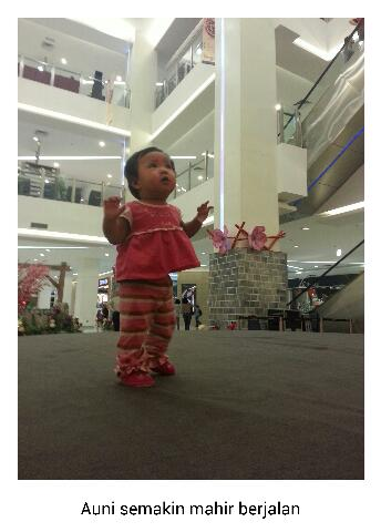Baby Auni semakin mahir berjalan