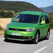 2013-Volkswagen-Cross-Caddy-2.jpg