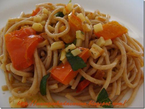 Espaguete-com-pimentão-vermelho-e-provolone-02