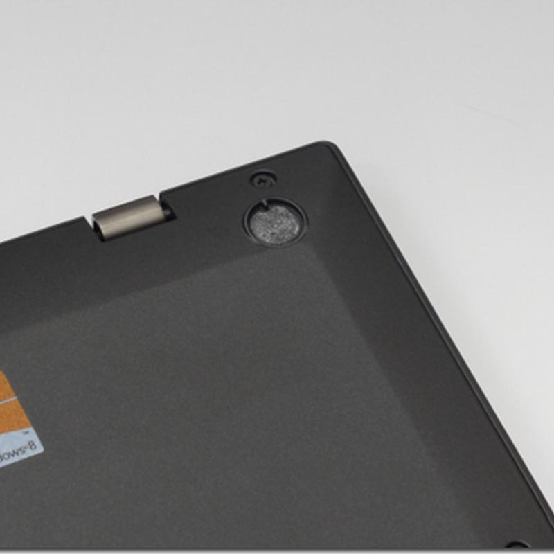 新しい ThinkPad X1 Carbon のゴム足がとれてなくしたので替え部品をもらう