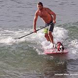 """Bastien Desvergnes et """"Al"""" le toutou surfeur"""