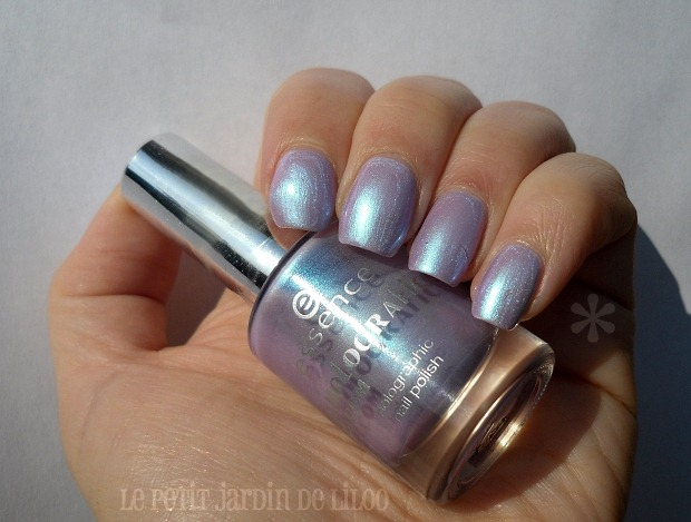 01-essence-holographics-gagalectric-nail-polish-review-swatch