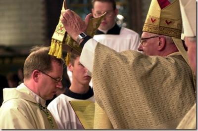 6-11-1999-Groningen, Kathedrale Kerk van de H.H. Jozef en Martinus.Eucharistieviering waaronder de wijding van Mgr. dr.W.J. Eijk tot Bisschop van het Bisdom Groningen.Foto: Sake Elzinga