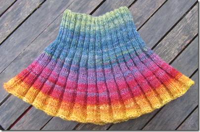 Kragen aus pflanzengefärbter handgesponnener Wolle