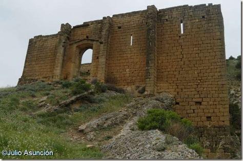 Gallipienzo - Ruinas de la ermita de la Virgen de la Peña