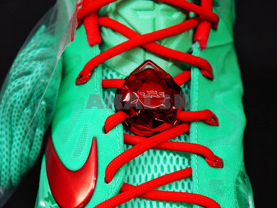 nike lebron 11 gr christmas 4 09 24 Days After Christmas... Fans in Europe Get to Cop XMAS 11s