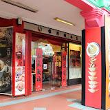 写真9:  クアラルンプール、パサル・スニ駅近辺のY薬剤店。(撮影:市川 哲)