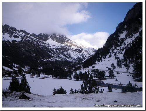 Canal Central SO 200m 50º con esquis (Pico de la Montañeta 2552m, Benasque, Pirineos) (Isra) 3392