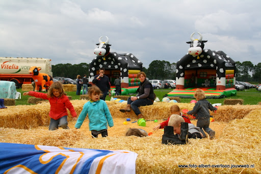 koeien kijken boer martij 18-06-2011 (1).JPG