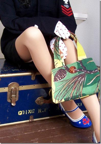 pine cone bag B
