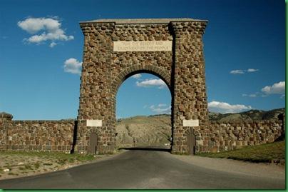 YELL-Roosevelt_Arch_Wikipedia