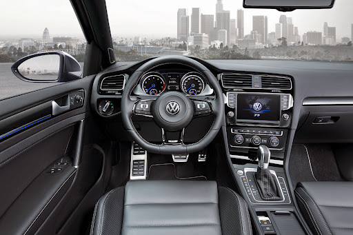 VW-Golf-R-Variant-10.jpg