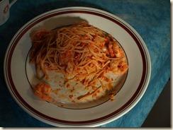 Romesco-saus met capellini, garnalen en calamarringen
