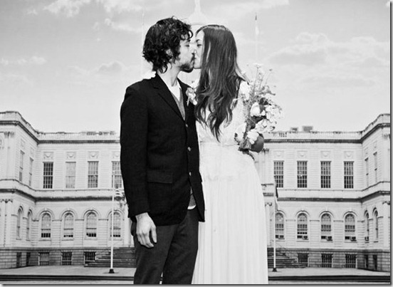 city-hall-wedding-kiss
