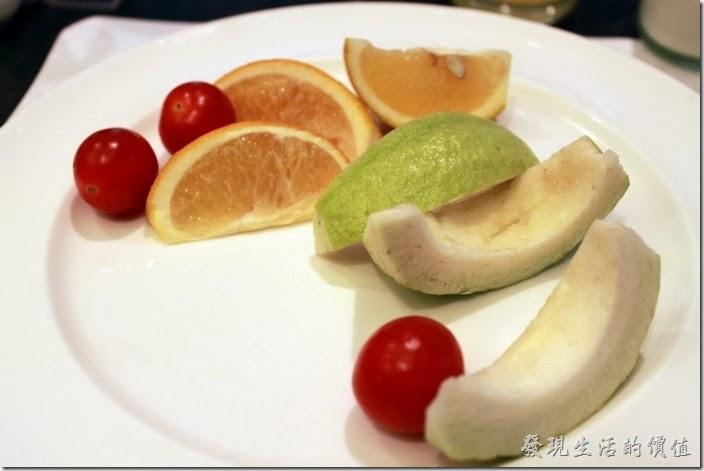 花蓮-翰品酒店。這裡的水果吃起來就真的只是還好而已,芭樂已經有點不脆了,小蕃茄也是太熟。