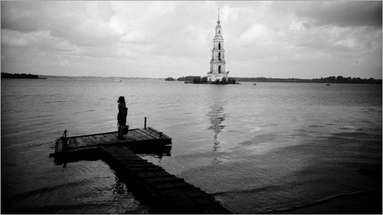 Mysterious_Bell_Tower_Under_The_Lake_05