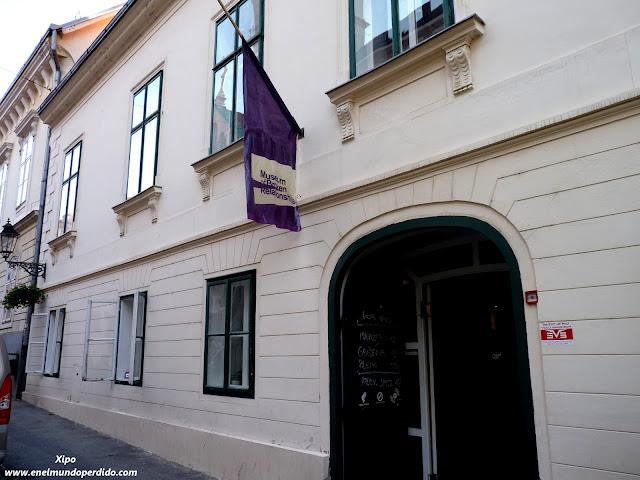 fachada-museo-relaciones-rotas-de-zagreb.JPG