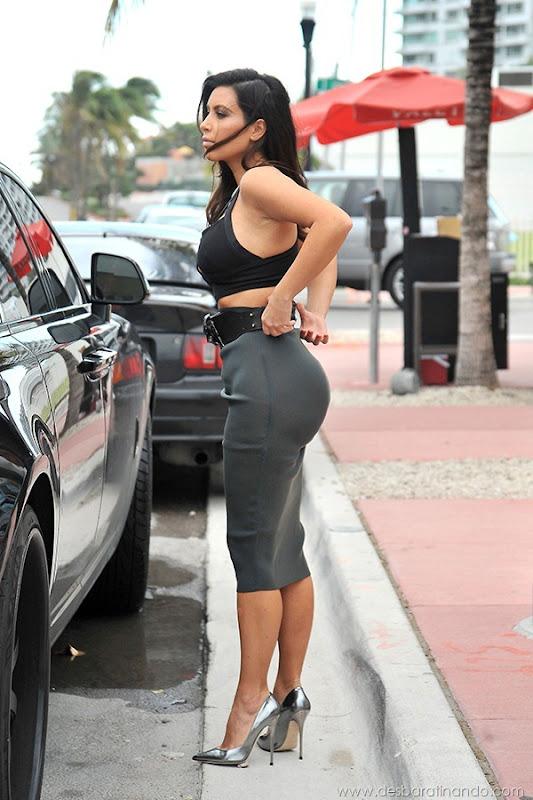 kim-kardashian-linda-sensual-sexy-sedutora-boob-peitos-decote-ass-bunda-gostosa-desbaratinando-sexta-proibida (58)