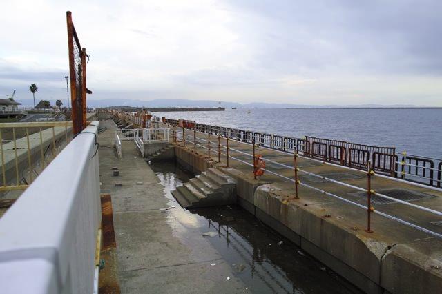 ガラテの前にある海と堤防