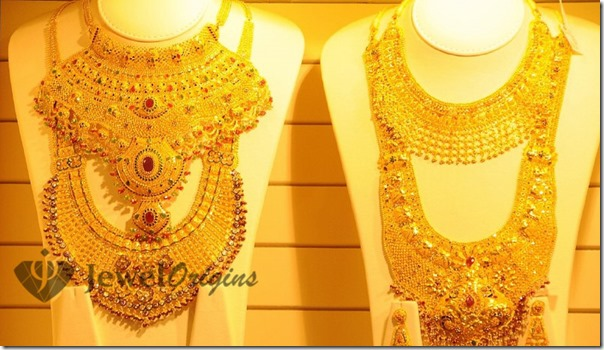 gold jewel heavy jewelry necklace indian pin and mango motifs