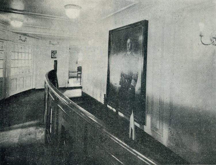 Escalera del Hall. Foto de la revista INGENIERIA NAVAL. AÑO XI. NUM 95. Mayo 1943.jpg