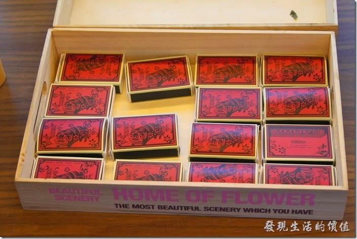 台南林百貨六樓樓梯間的HAYASHI Shop,還有火柴盒。