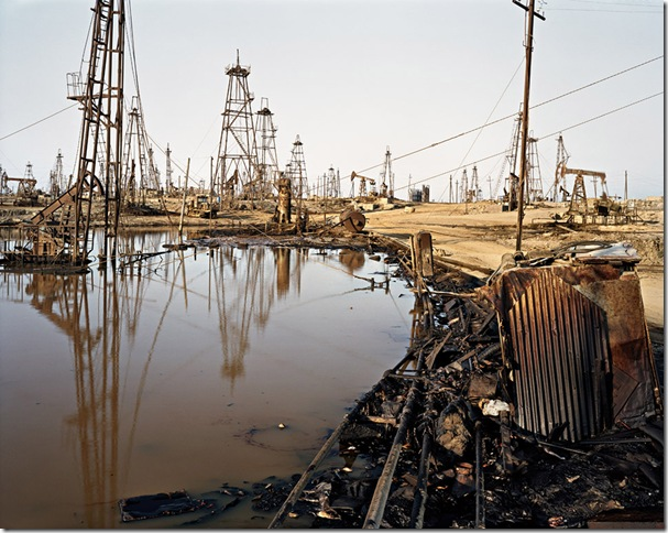 edward burtynsky  the end of oil BAKU_SOCAR oil fields #3 - 2006 (2)