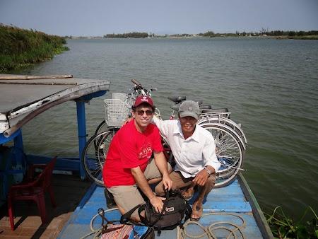 32. Pe barca in Vietnam.JPG