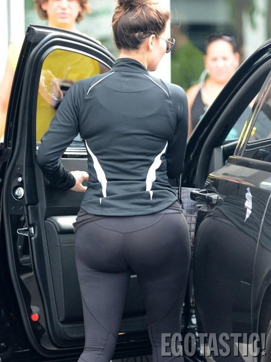 [kim-kardashian-wears-leggings-at-body-and-soul-gym-in-miami-03-675x900%255B2%255D.jpg]