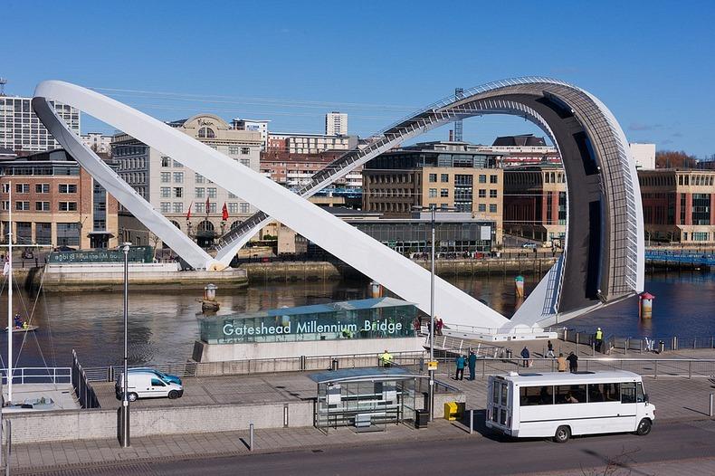 gateshead-millennium-bridge-2