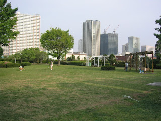 The park at the Shibuara sewage plant is nice, as long as the wind is blowing in the right direction