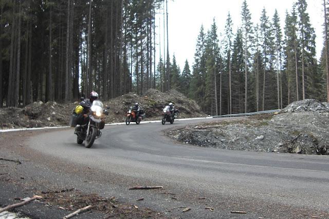 בדרכי ההרים.jpg