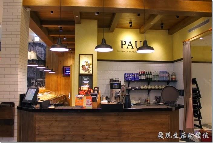 PAUL台北內湖店的店內點餐及結帳櫃台。