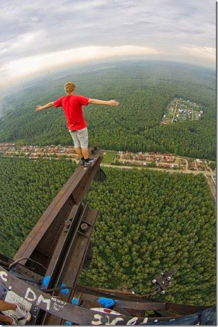 roofers_not_afraid_of_heights_43