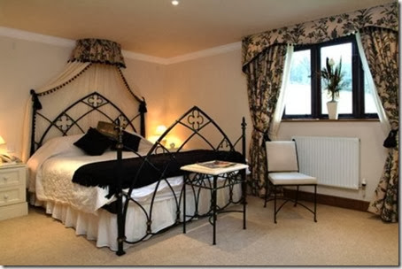 home-design-Gothic-Style-Ideas-For-Bedroom-469x312