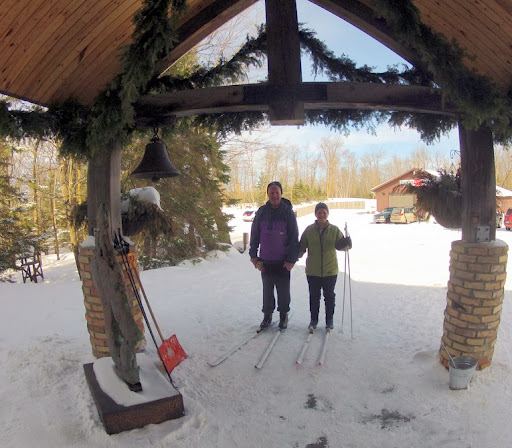 Bob and Susan skiing to the entrance of the lodge. One of the nice things at Maplelag is you can ski right from your cabin door to the ski trail. We have even seen some people ski right in to the lodge!