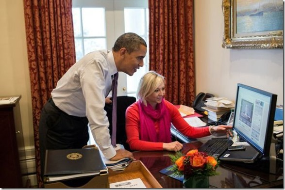 obama-checking-your-emails-9