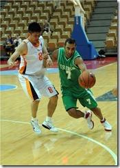 馬來西亞隊8號黃萬新(左)伊朗隊7號卡拉尼龍(右)