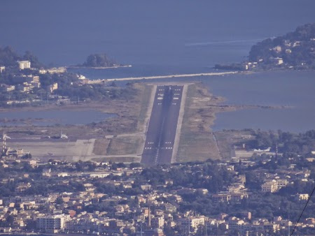 45. Pista aeroport Corfu.JPG