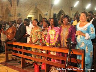 Des fideles catholiques, lors d'une messe dite le 12/1/2012 à la Cathédrale Notre Dame du Congo. Radio Okapi/ Ph. John Bompengo