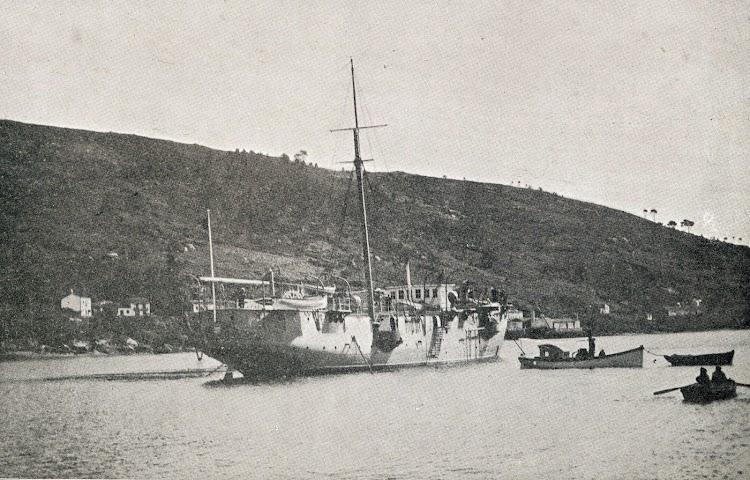 El CONDE DE VENADITO. Brigada torpedista del Ferrol. Foto muy rara. De la revista La Vida Marítima. Año 1.904.JPG