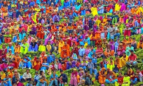 Folla colorata India