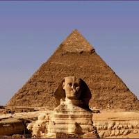 19.- Pirámide de Keops con la esfinge