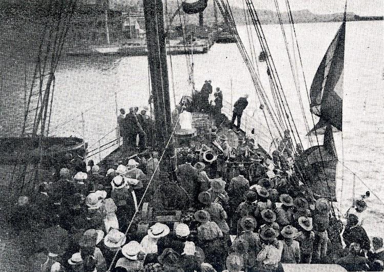GIBEL SARSAR en el puerto de Malaga. Revista La Vida Maritima. Año 1920.JPG