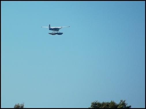 Seaplane fly in 059